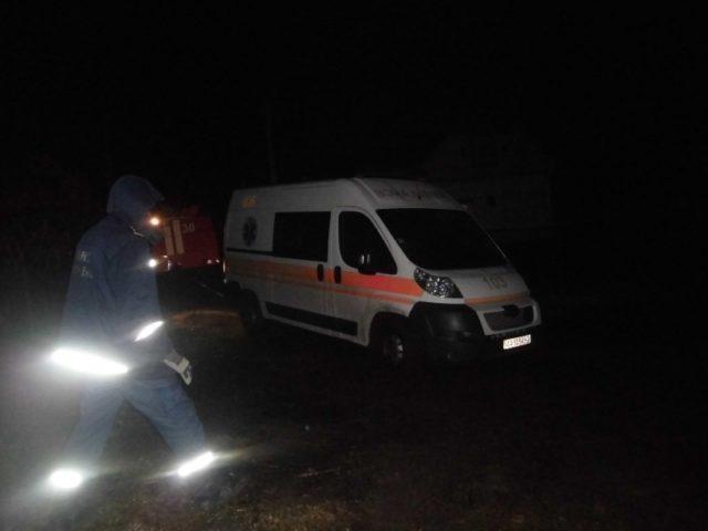 У Франківську медики та надзвичайники рятували чоловіка, який упав з дамби в Угорниках