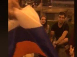 «Закопаю с триколором!» В центре Киева устроили потасовку из-за флага России