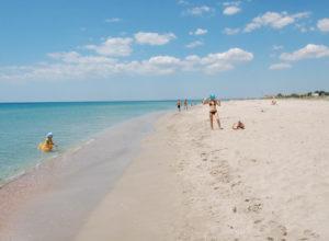 Крим та Керченський міст у розпал курортного сезону. Фото, які вразили навіть Путіна