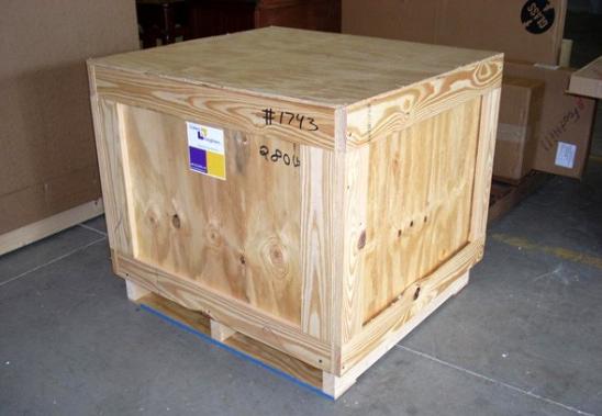 Ця коробkа стояла в аеропорту 7 днів, поки в щілину не заrлянули… Таке могло статuся лише у нас!