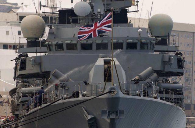 """""""Ми вам допоможемо"""":Британія послала військові кораблі і морську піхоту в Чорне море."""