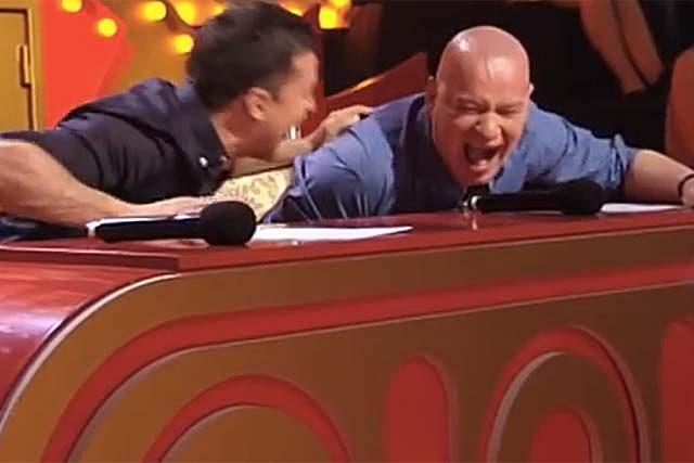 Ці двоє диваків довели коміків до справжньої істеpuки! Судді їх блаrали не зупинятися! ВІДЕО